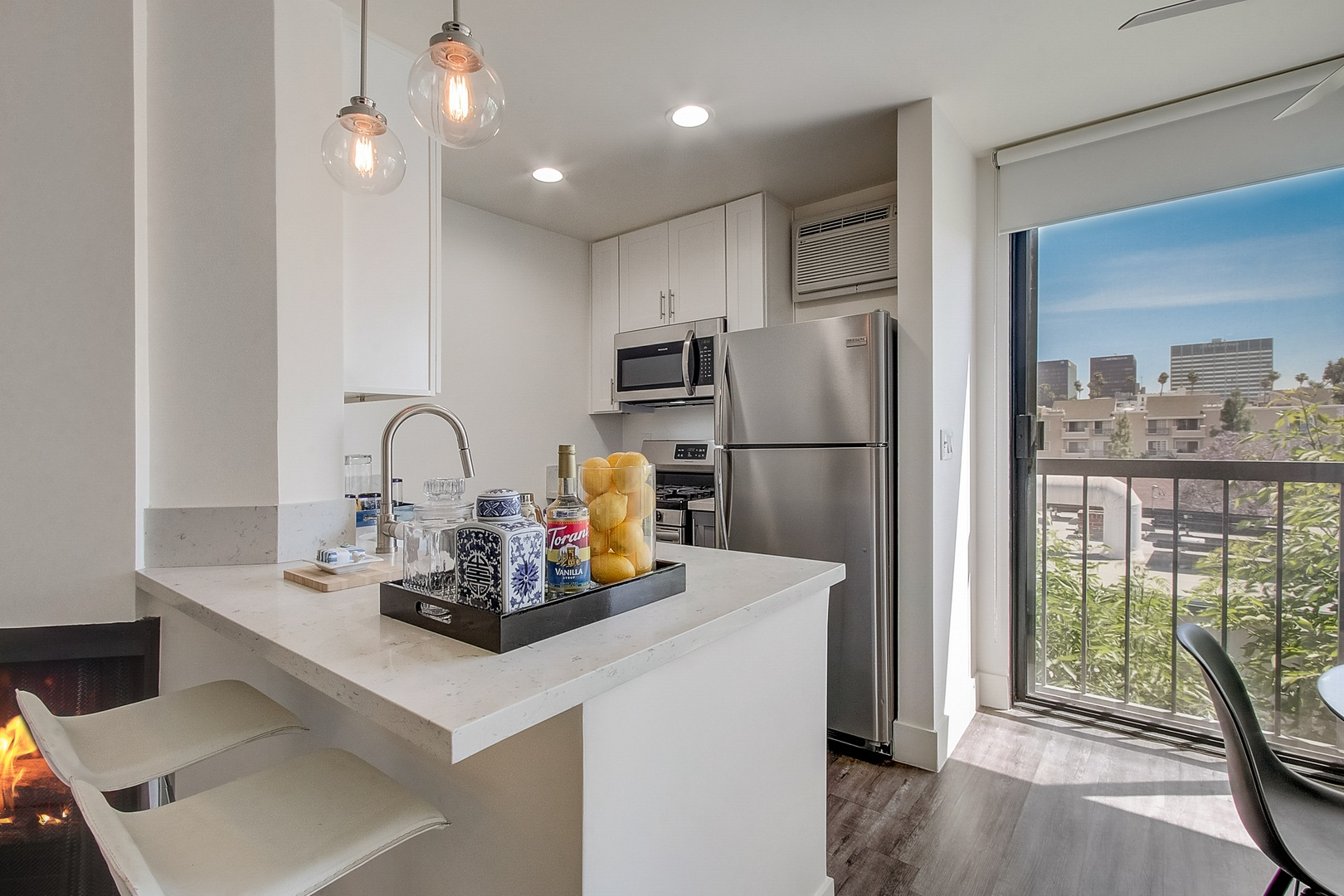 333 South Kingsley Drive - 2105USD / month
