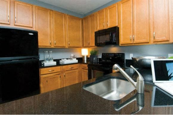 Large kitchens with premium 42