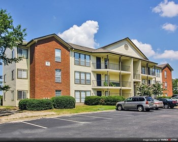 1131 S College St 1-4 Beds Apartment for Rent Photo Gallery 1