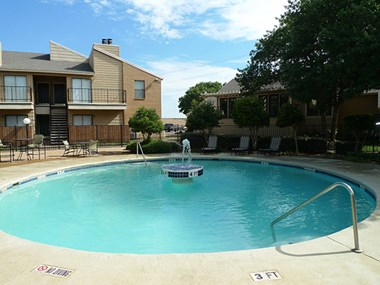 2102 W Loop 289 1-2 Beds Apartment for Rent Photo Gallery 1