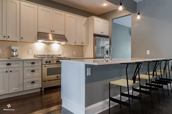 227 Manhattan Avenue 3 Beds House for Rent Photo Gallery 1