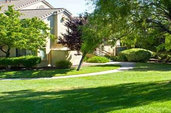 2201 Oak Hills Circle 1-2 Beds Apartment for Rent Photo Gallery 1