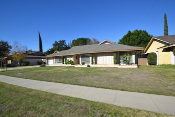 19120 Knollwood Avenue 4 Beds House for Rent Photo Gallery 1