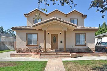 5509 Bellflower Blvd 5 Beds House for Rent Photo Gallery 1