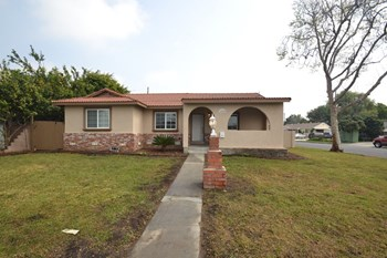 10566 Bluefield Ave 3 Beds House for Rent Photo Gallery 1