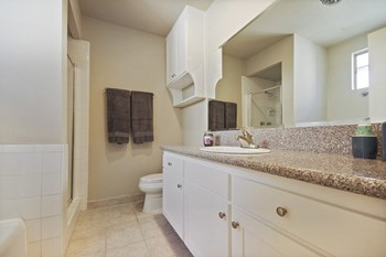 8660 Burton Way Studio-1 Bed Apartment for Rent Photo Gallery 1