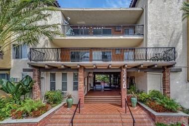 Los Angeles (CA) Apartments for Rent: from $1160 – RENTCafé