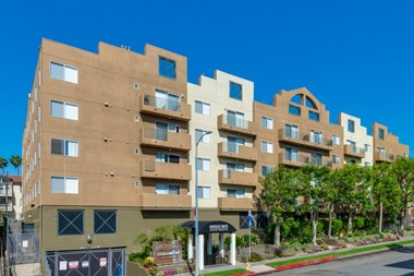 737 South Kingsley Drive 1-2 Beds Apartment for Rent Photo Gallery 1
