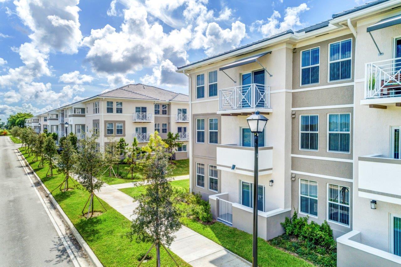 Zoom Gallery Alcazar Apartment Villas property Image #45