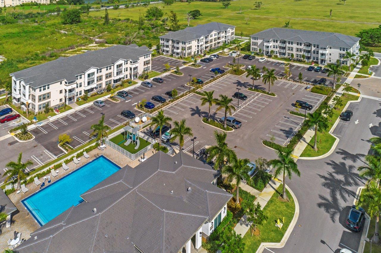 Zoom Gallery Alcazar Apartment Villas property Image #48