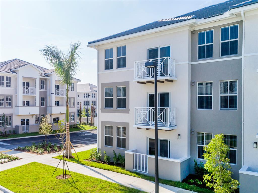 Zoom Gallery Alcazar Apartment Villas property Image #6