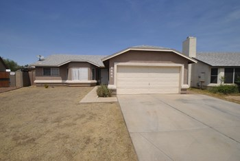 8664 W Holly St 3 Beds House for Rent Photo Gallery 1