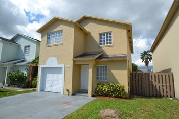 16150 SW 137th Ct 4 Beds House for Rent Photo Gallery 1