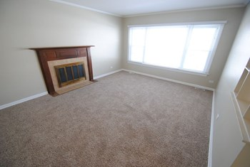 371 Walnut Ln 3 Beds House for Rent Photo Gallery 1
