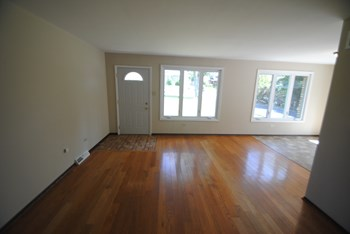 16104 Oak Ave 3 Beds House for Rent Photo Gallery 1