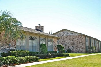 7201 Lake Arthur Drive 2-3 Beds Apartment for Rent Photo Gallery 1