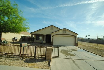 2525 E Wier Ave 3 Beds House for Rent Photo Gallery 1