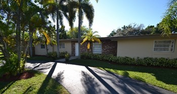 7650 SW 135th St 3 Beds House for Rent Photo Gallery 1