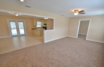 205 S Kingsway Rd 3 Beds House for Rent Photo Gallery 1