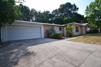 3414 Hickory Street 4 Beds House for Rent Photo Gallery 1