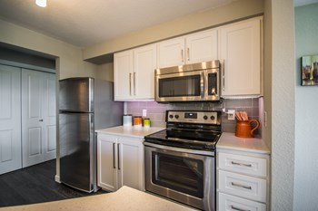 5305 Lakemont Boulevard SE 1-3 Beds Apartment for Rent Photo Gallery 1