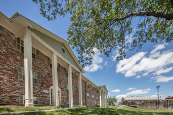 2206 Whitegate Dr. 1-2 Beds Apartment for Rent Photo Gallery 1