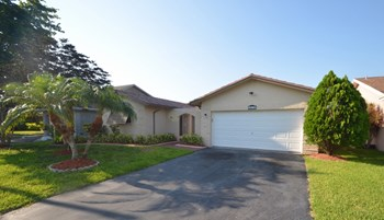 9381 NW 33rd Place 4 Beds House for Rent Photo Gallery 1