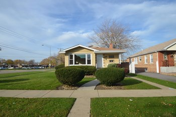 3164 W 102nd St 3 Beds House for Rent Photo Gallery 1