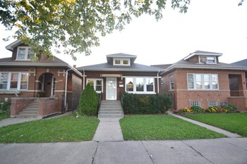 2831 N Kostner Ave 2 Beds Apartment for Rent Photo Gallery 1
