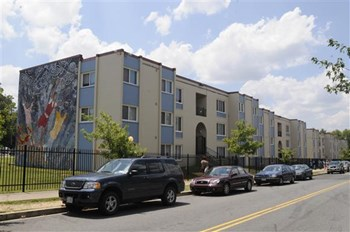 845 Chesapeake St SE 1-3 Beds Apartment for Rent Photo Gallery 1