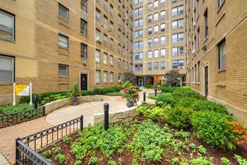 2970 N Sheridan Road Studio-2 Beds Apartment for Rent Photo Gallery 1