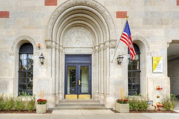 3260 & 3270 N Lake Shore Drive 1-3 Beds Apartment for Rent Photo Gallery 1