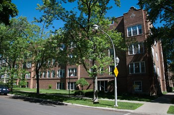1902-08 W Morse Ave & 6942-60 N Wolcott Ave 1-3 Beds Apartment for Rent Photo Gallery 1