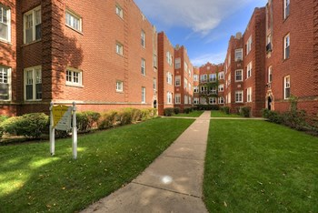 929-35 Michigan Ave 1-3 Beds Apartment for Rent Photo Gallery 1