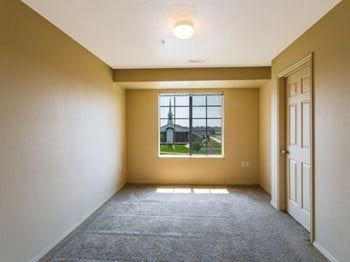 882 West Foxboro Drive 1-3 Beds Apartment for Rent Photo Gallery 1