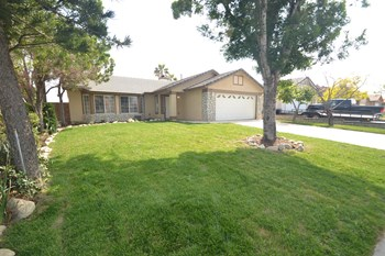 2559 W Montecito Dr 3 Beds House for Rent Photo Gallery 1
