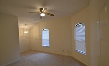 2226 The Woods Dr E 3 Beds House for Rent Photo Gallery 1