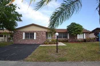 6730 NW 22 Terrace 3 Beds House for Rent Photo Gallery 1