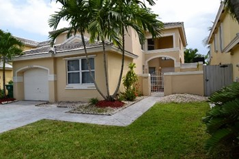 15464 SW 48th Street 4 Beds House for Rent Photo Gallery 1