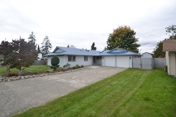 16617 126th Pl SE 4 Beds House for Rent Photo Gallery 1