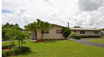 17400 Sw 89Th Court 4 Beds House for Rent Photo Gallery 1