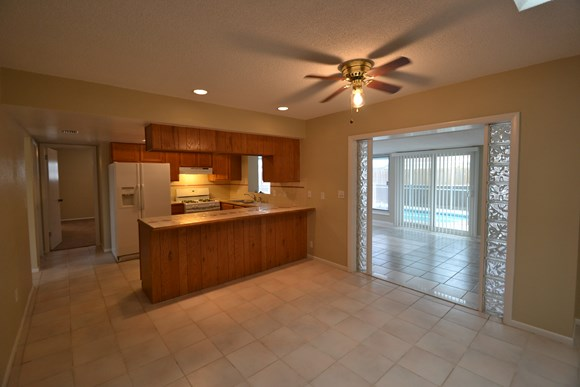 2194 Oak Grove Dr Photo Gallery 3