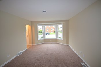 9358 S Richmond Ave 3 Beds House for Rent Photo Gallery 1