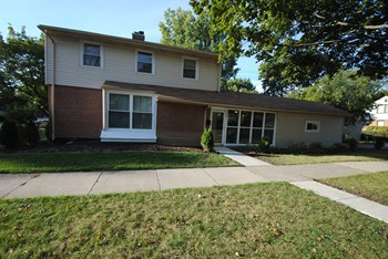8660 E Prairie Rd 4 Beds House for Rent Photo Gallery 1