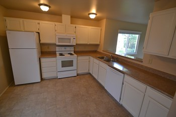 16734 Wales St SE 3 Beds House for Rent Photo Gallery 1
