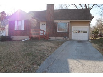 745 E. 72nd Terr 3 Beds House for Rent Photo Gallery 1