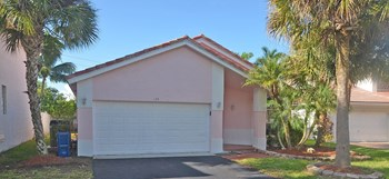 128 Gables Blvd 3 Beds House for Rent Photo Gallery 1