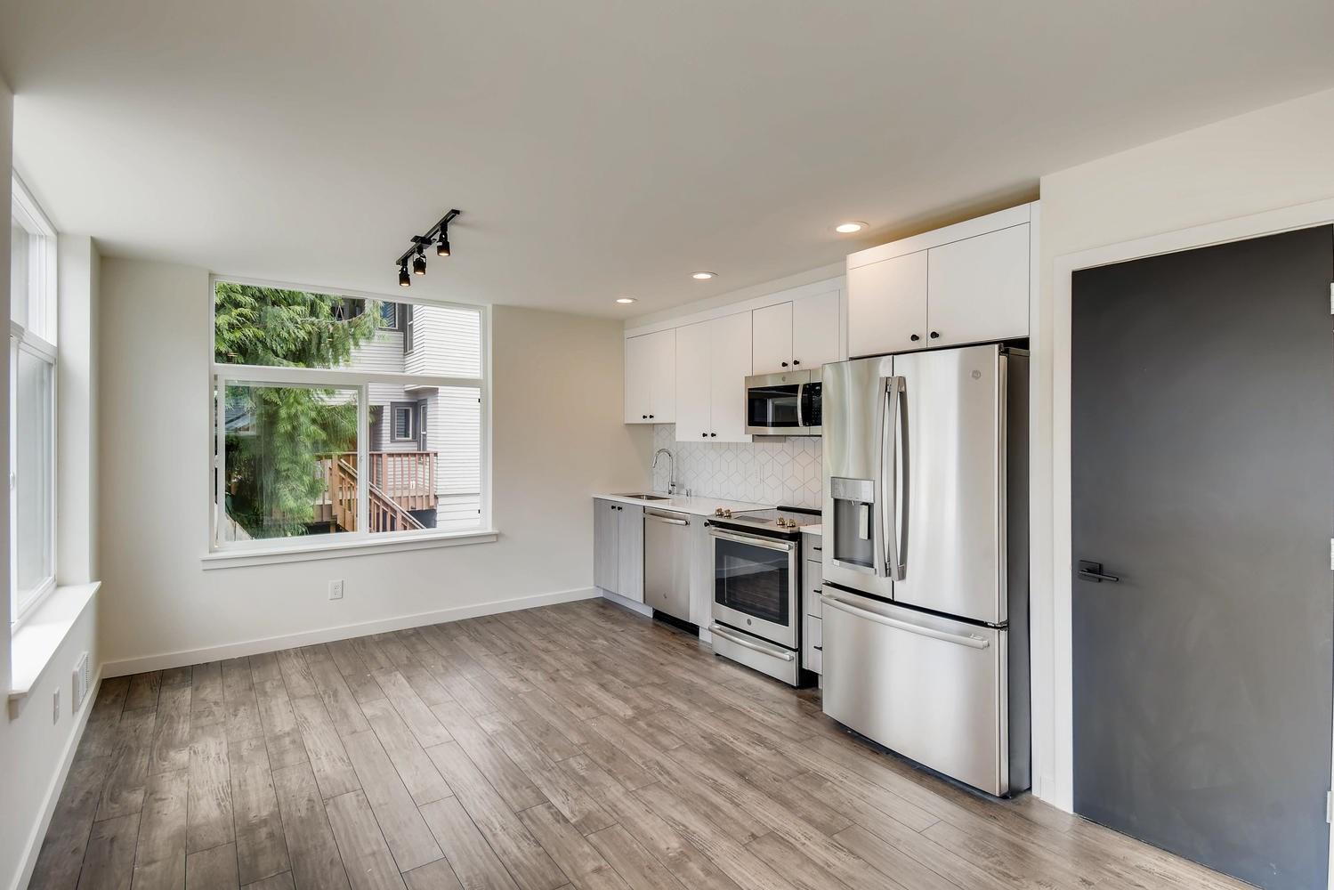 5057 37th Ave S, Seattle, WA - 2,825 USD/ month