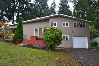 9013 S 26th Ave 3 Beds House for Rent Photo Gallery 1