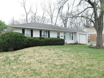 927 Drummond 3 Beds House for Rent Photo Gallery 1
